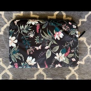 kate spade Bags - Kate Spade Universale Laptop sleeve